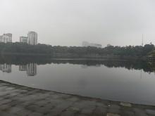 大使館そばのティエンクアン湖