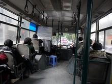 9番バスの中