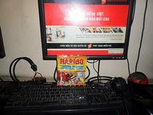 ネットカフェのパソコンとハリボーグミ