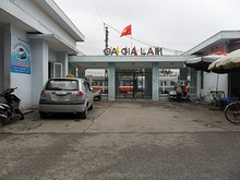 ザーラム駅入口