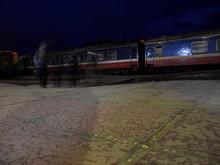 駅ホームと乗ってきた列車