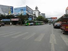 中国側河口の街