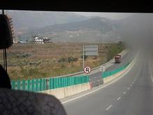 G8011高速を行く