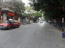 牌坊前のバス通り