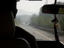 国境へ続く道路