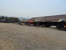 バスターミナル並びの商店