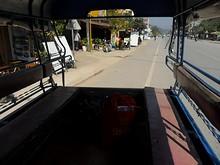 トラックバスの荷台