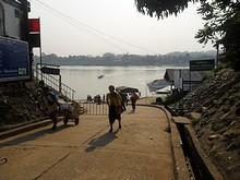 メコン川の渡し舟