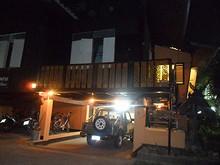 夜のバンガロー