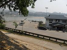 昼のチェンコン港
