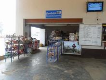ターミナルの商店
