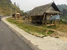 農村を行く