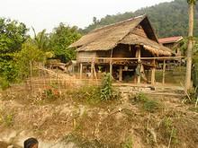 藁葺き&高床式の家