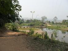 ナムター川に架かる橋