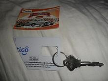 宿の鍵と携帯のチャージカード