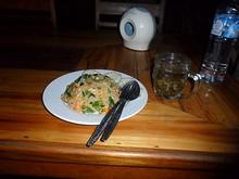 夕飯の野菜炒飯とラオス茶