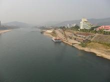 大橋から見た景洪港とメコン川