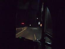 夜の高速道路を疾走
